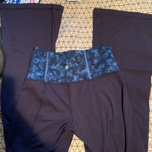 Size 4 lululemon yoga pants